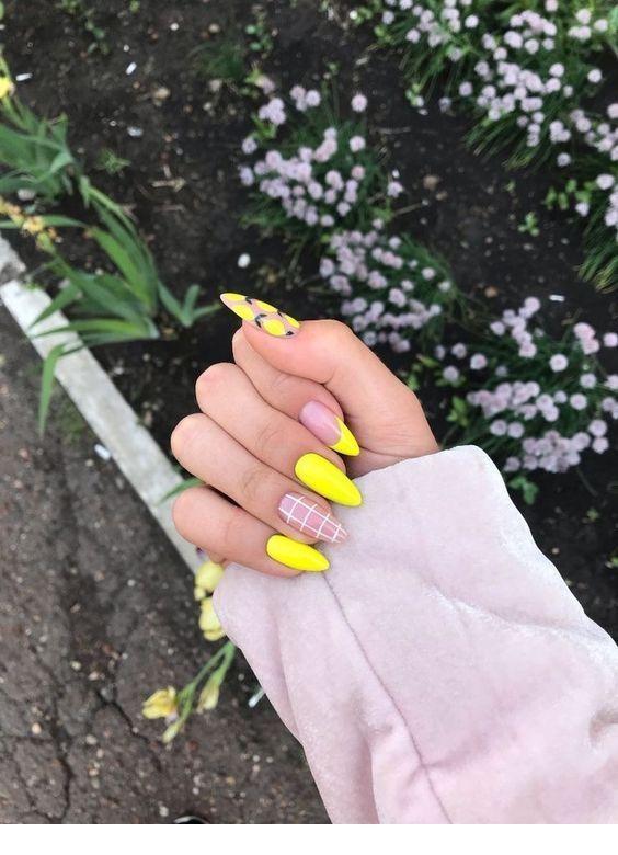 30 Amazingly Cute Yellow Acrylic Nails to Shake Things Up 19