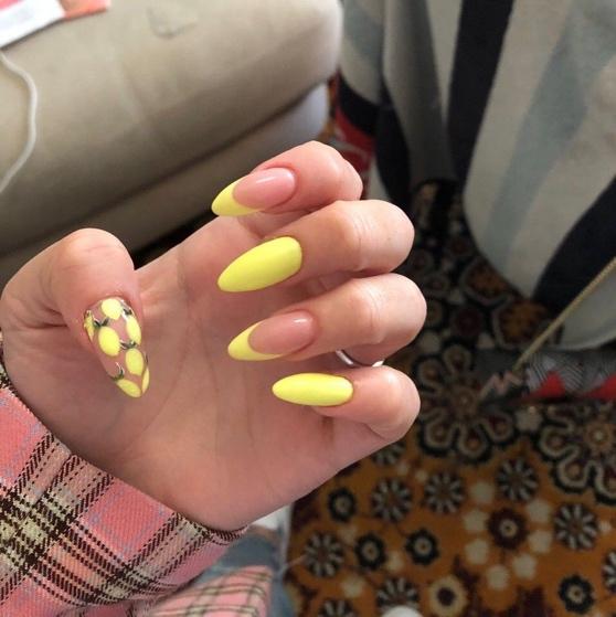 30 Amazingly Cute Yellow Acrylic Nails to Shake Things Up 21