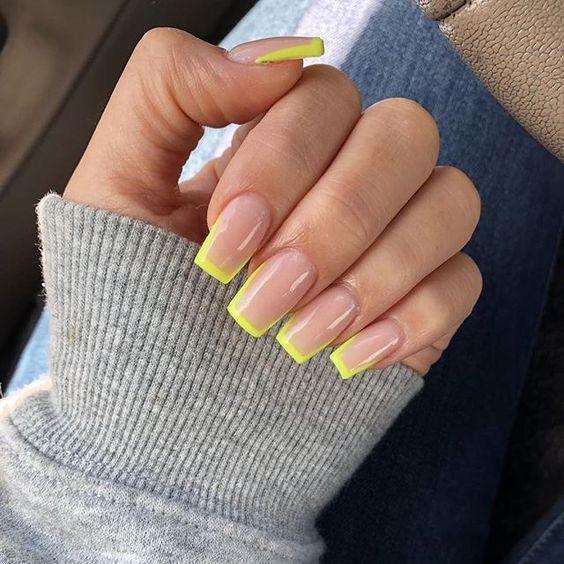 30 Amazingly Cute Yellow Acrylic Nails to Shake Things Up 25