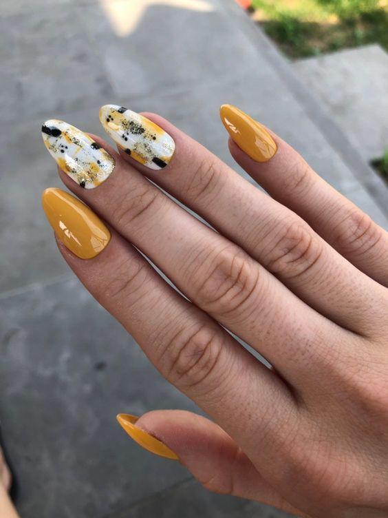 30 Amazingly Cute Yellow Acrylic Nails to Shake Things Up 26