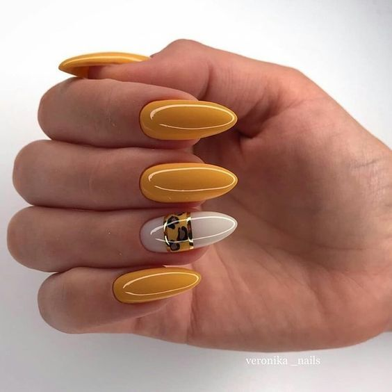 30 Amazingly Cute Yellow Acrylic Nails to Shake Things Up 27