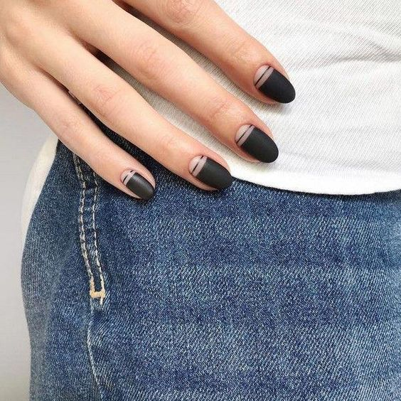 30 Stylish Black Nail Designs to Sport All-Year-Round 4