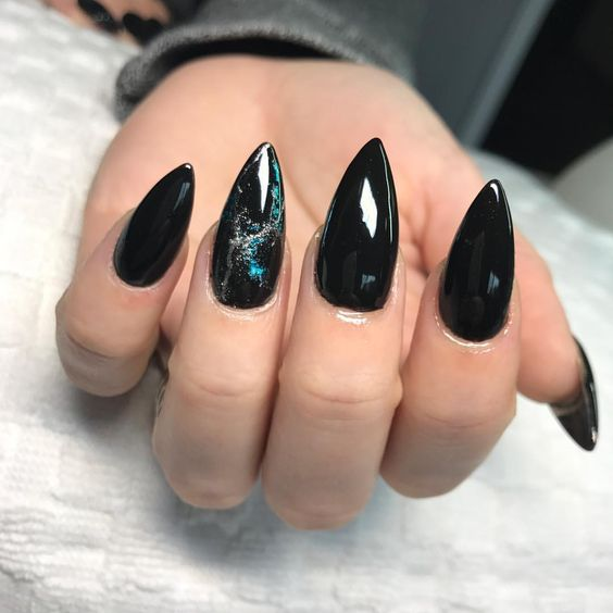 30 Stylish Black Nail Designs to Sport All-Year-Round 10