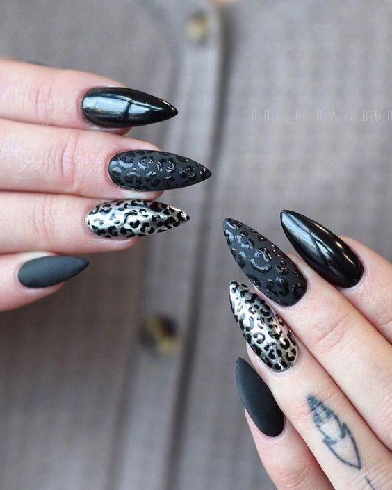 30 Stylish Black Nail Designs to Sport All-Year-Round 15