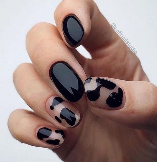 30 Stylish Black Nail Designs to Sport All-Year-Round 16