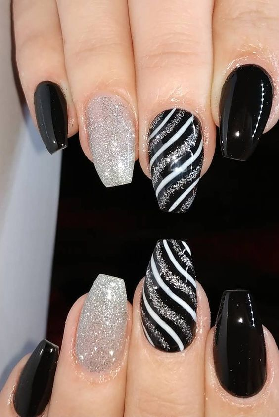 30 Stylish Black Nail Designs to Sport All-Year-Round 19