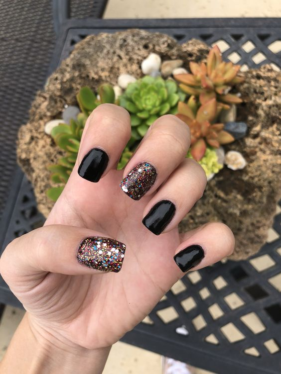 30 Stylish Black Nail Designs to Sport All-Year-Round 20