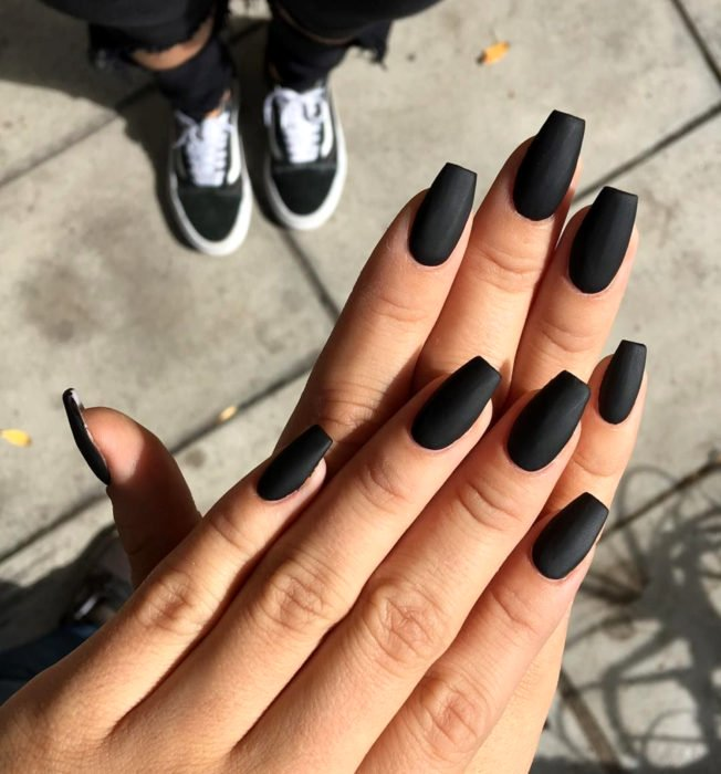 30 Stylish Black Nail Designs to Sport All-Year-Round 22