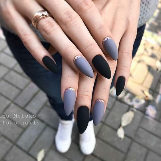 30 Stylish Black Nail Designs to Sport All-Year-Round 24