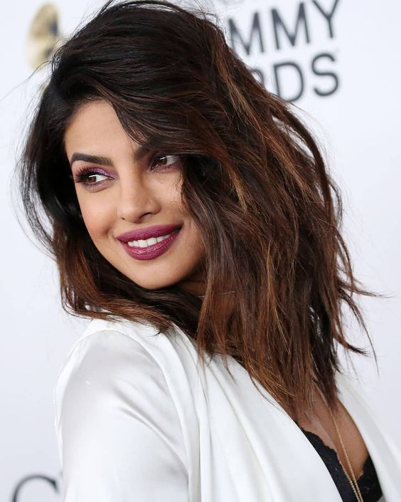 Priyanka Chopra Looks Sexy in Her Sultry Outfit at Pre-Grammy Gala 2018...