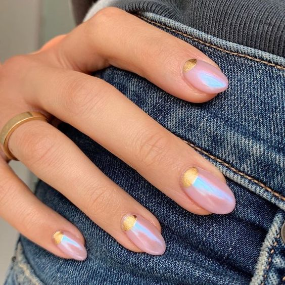 30 Ways to Spice Up Holographic Nails Look 24