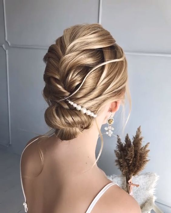 Here's the key point. Your hair is long or short, you know that each model will look very stylish. But you have to decide on a single model and it is very worrying to know that. All you need to do is to determine all the models in your mind, give yourself time for the special day and do hair rehearsals before the wedding. #hairstyle #haircut #haircolor #weddinghair #hairtips #hairtutorials #bridalhair #hairdesign # single Braids videos 39 FAB BRIDAL HAIR STYLE IDEAS FOR EVERY LENGHT!