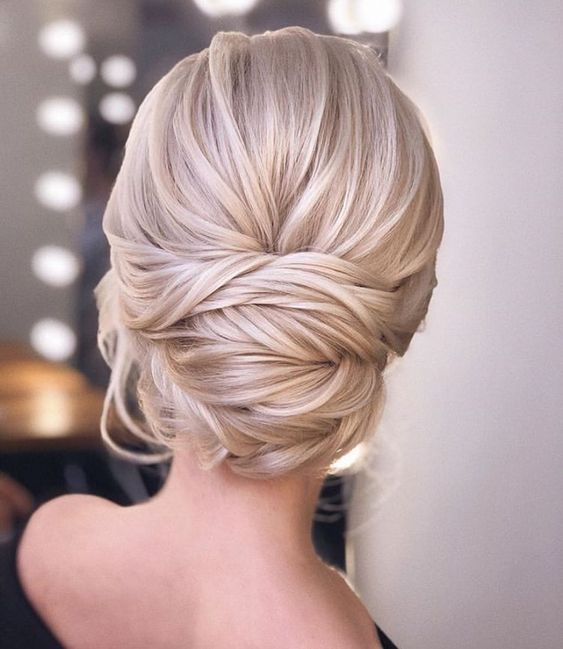 30 Unforgettable Homecoming Hairstyles for Your Special Night 5