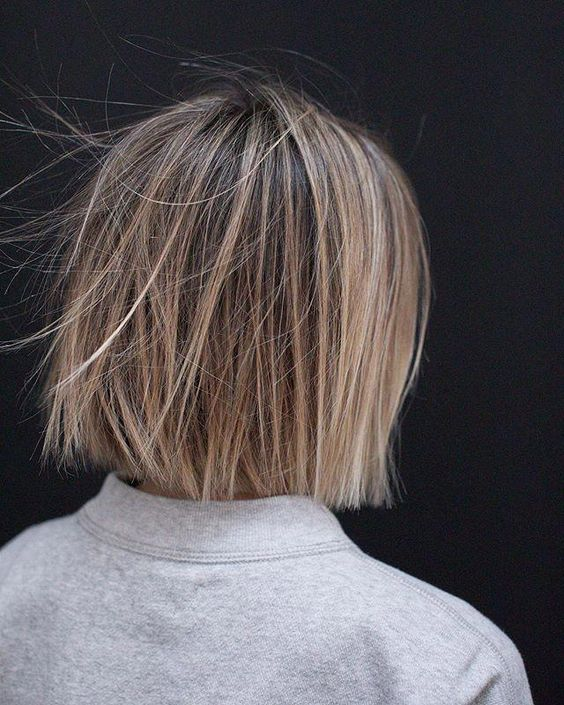The RIGHT is what a SOFT UNDERCUT looks like from a blunt cut on the left. #SoftUndercut is a technique that removes bulk, create movement… #undercutBob