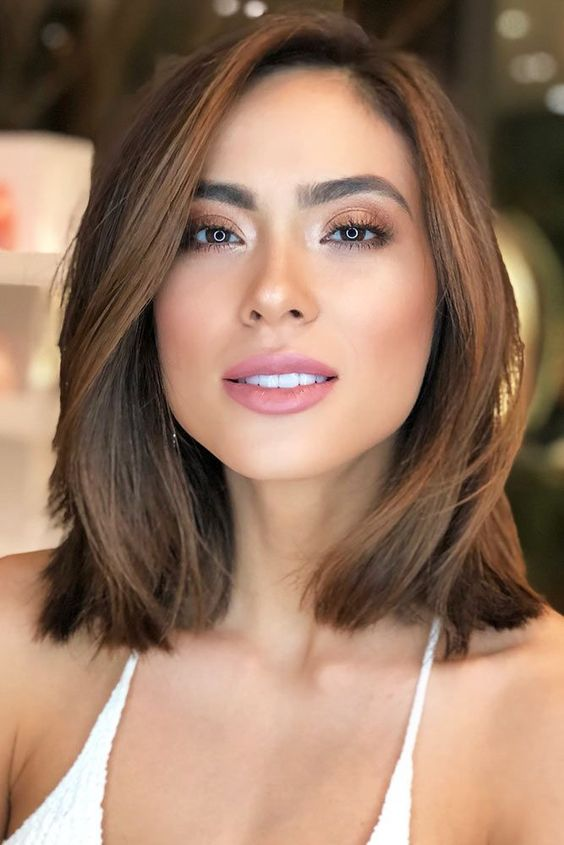 When it comes to hairstyles, not everyone has the time or money to keep really short locks or luscious long hair. Some people need easy hairstyles due to their busy lives and want something that's still cute, trendy and pretty, but won't take a long time to fix. #hairhealth #mediumhair #brunettehair #hairstyles #mediumlengthhair