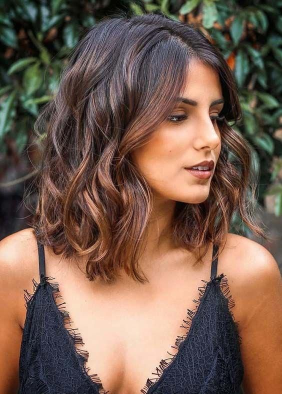 There are many amazing medium length hairstyles to choose from to make your hair look incredible. Check out these fantastic hairstyles that will make you want to try. #mediumhair #mediumhairstyles #hair #hairstyles #hairstyle2019 #curlyhaircuts