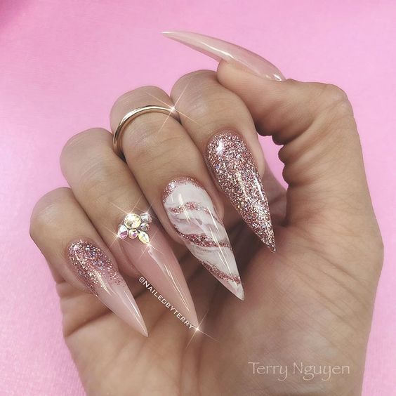 30 Amazing Stiletto Nail Designs for A Dramatic Look 2
