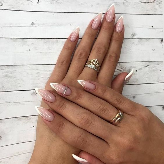30 Amazing Stiletto Nail Designs for A Dramatic Look 4