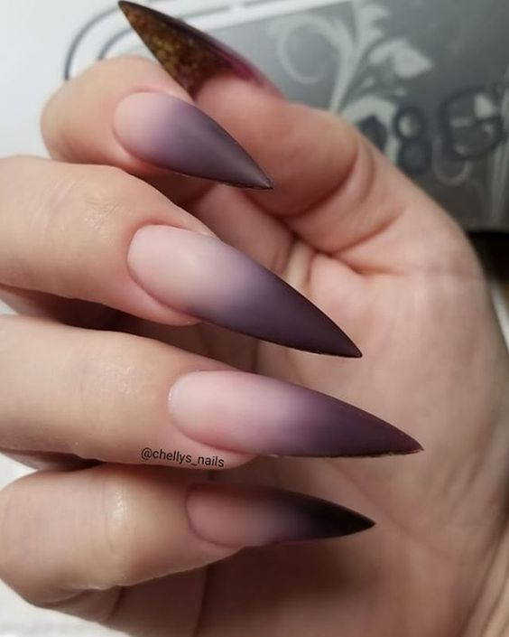 30 Amazing Stiletto Nail Designs for A Dramatic Look 7