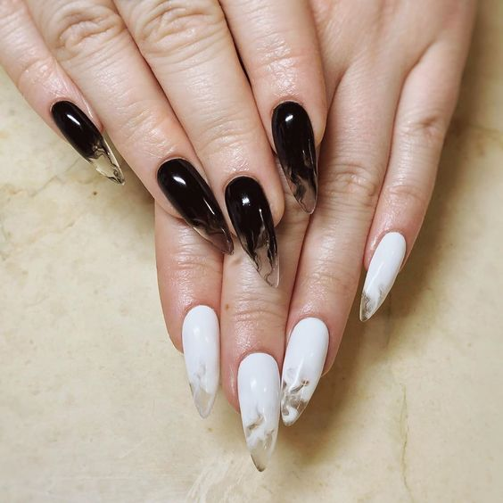 30 Amazing Stiletto Nail Designs for A Dramatic Look 8