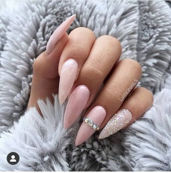 30 Amazing Stiletto Nail Designs for A Dramatic Look 14