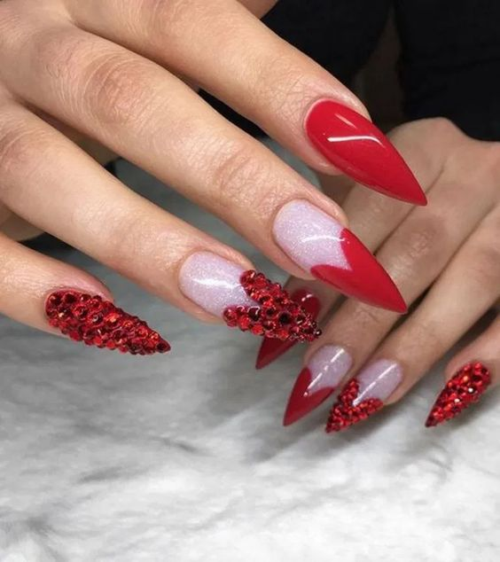 30 Amazing Stiletto Nail Designs for A Dramatic Look 15
