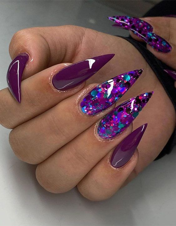 30 Amazing Stiletto Nail Designs for A Dramatic Look 17