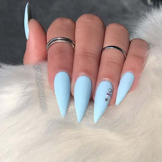 30 Amazing Stiletto Nail Designs for A Dramatic Look 19