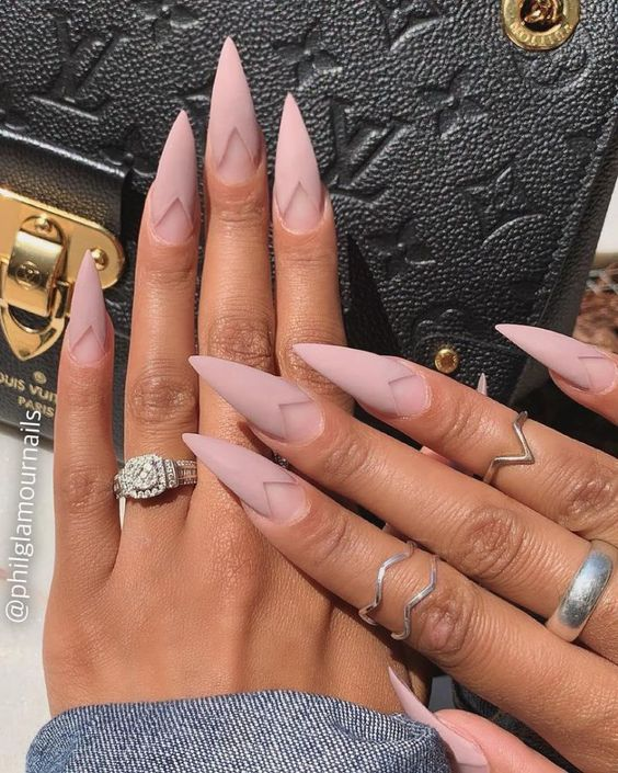 30 Amazing Stiletto Nail Designs for A Dramatic Look 21