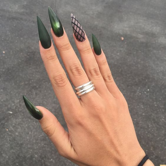 30 Amazing Stiletto Nail Designs for A Dramatic Look 25