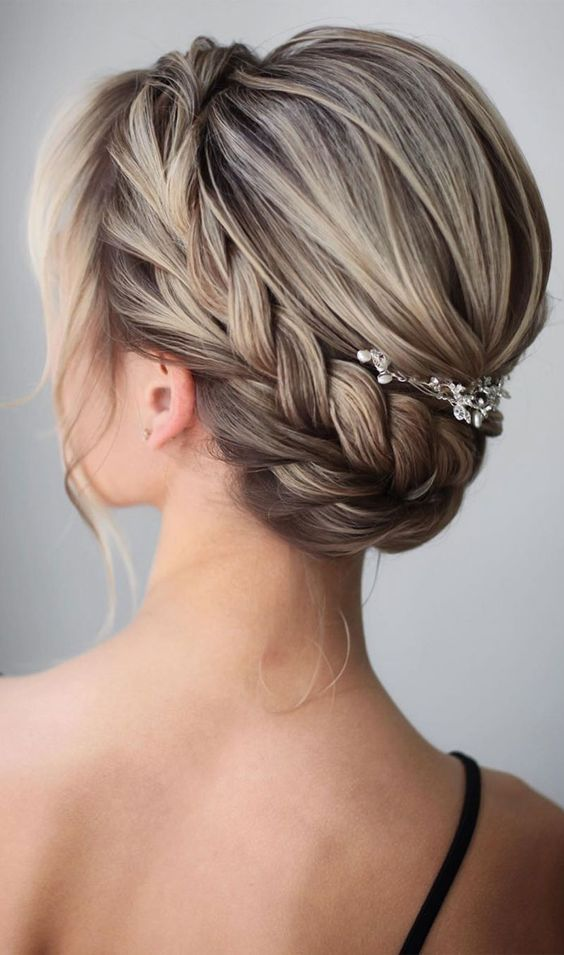 100 Beautiful updo hairstyles , wedding updos, bridal updos ,messy updo hairstyles ,hairstyle #hairstyle #weddinghair #updo #upstyle elegant bridal hairstyle