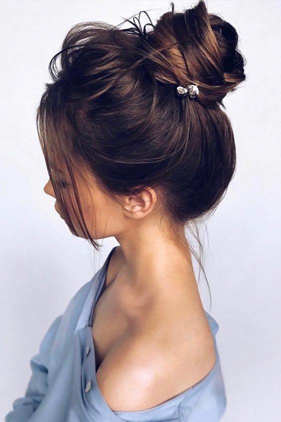 Chic Updo Wedding Hairstyles for Elegant Brides; Half-updo, Braids; Chongos Updo Wedding Hairstyles; wedding updos for long hair; #weddinghair #updo #hairupdos