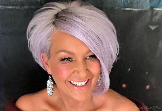 These short hairstyles for women over 60 are definitely not boring. Click here to see how these hairstyles will make you look younger.